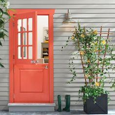 Coral Front Doors, Coral Door, Orange Door, Front Door Paint Colors, Painted Front Doors, Exterior Paint Colors, Exterior House Colors, Modern Exterior, Exterior Design