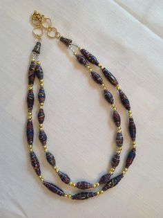 I like the different sizes of beads on the inner and outer necklace
