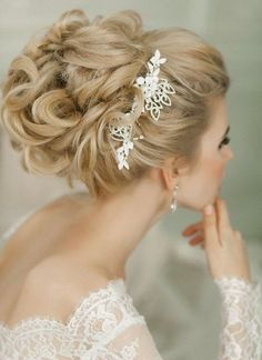 Elegant chic wedding hairstyle idea / http://www.deerpearlflowers.com/long-wedding-hairstyles-with-beautiful-details/