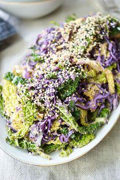 Gesunde Kohlsalat (Coleslaw) Rezept mit Tahin-Zitronen-Dressing. Schnell gemachte Beilage, die glutenfrei und vegan ist.