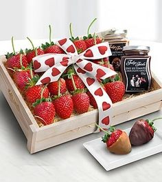 Valentine's day gift ideas for guys and girls. Cute Valentines day gifts for boyfriend and chocolates and more for girlfriend. Gourmet Gift Baskets, Gourmet Gifts, Cute Valentines Day Gifts, Kitchen Must Haves, Chocolate Bouquet, Holiday Fun, Holiday Recipes, Good Food, Strawberry
