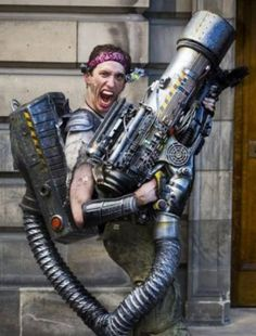 10 Epic Cosplay Costumes That Are Better Than The Originals - The cosplay community is just growing and growing. It has become so large that at any gaming or tec - Steampunk Weapons, Steampunk Cosplay, Steampunk Fashion, Steampunk Book, Steampunk Gadgets, Diesel Punk, Nerf, Steampunk Accessoires, Apocalypse