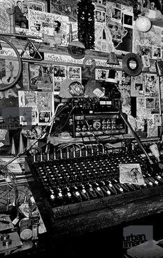 Magic Transistor Dancehall Reggae, Reggae Music, Lee Perry, Female Poets, Jamaican Music, Studios, Vinyl Music, Music Images, Studio Setup