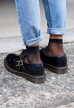 Martens- by Eleonora Giterman Personal Stylist Tel Aviv Sock Shoes, Cute Shoes, Me Too Shoes, Fashion Shoes, Fashion Outfits, Womens Fashion, Dr. Martens, Quoi Porter, Neue Outfits