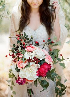 Gorgeous bouquet in shades of pink and white. #rustic #wedding #flowers