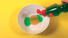 Den här blandningen ger helt perfekta såpbubblor och det bästa av allt är att du enkelt kan göra hur mycket som helst. Sen är det bara att blåsa, stora eller små bubblor.