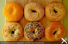 Bagels Grundrezept, ein raffiniertes Rezept aus der Kategorie Brot und Brötchen. Bewertungen: 238. Durchschnitt: Ø 4,4.