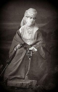 OĞUZ TOPOĞLU : saraylı kadın efendi - abdullah freres koleksiyonu...