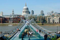 Muchos turistas que acuden a Londres la visitan en  su plan de viaje, es un fijo en todas las guías de Londres. Entran en el templo, escuchan las historias melosas y dramáticas sobre los inquilinos de las tumbas de Nelson, Wellington, Fleming  o de Lawrence  de Arabia http://www.guias.travel/blog/un-lugar-de-londres-para-susurrarse-por-todo-lo-alto/ y más para ver en la City en http://www.viajaralondres.com/?page=city.php
