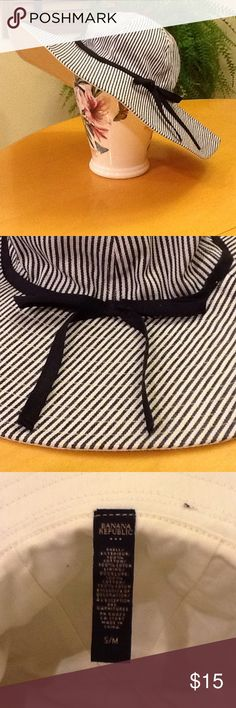 Banana Republic brimmed hat Black and white - ready for Spring! 100% cotton, machine wash cold. Lined in solid white cotton. Used condition with normal wear. Banana Republic Accessories Hats