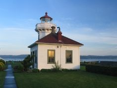 Mukilteo Lighthouse Park.   Follow the signs to the Mukilteo Ferry and visit this city park with ample free parking.   Walk on the beach, look at boats, seals, fishermen and have a good time.   Restrooms on site.    Bring your lunch or buy at Ivars takeout stand 50 yards away.   Watch the ferries arrive and depart all day long.    *****This is very near the Future of Flight Museum with *free parking* at the end of the Payne field runway. Go and watch planes land and take off!