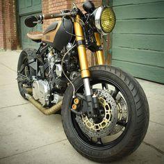 Flexin. #xv750 #xv920 #virago #yamaha #yamahar6 #caferacer #caferacergram #builtnotbought #motorsport #custom #moto #yamahaxv #croig #brat #vintage #bobber