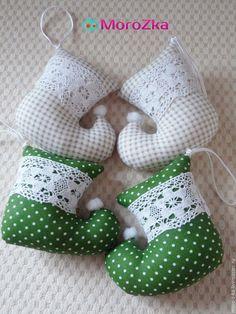 Купить Текстильные подвески сапожки - сапожок, новогодний сувенир, новогодний декор, новогоднее украшение