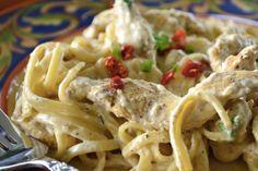 Heerlijk romige Cajun-pasta! Ben je op zoek naar een lekker pasta-recept en ben je een beetje klaar met standaard bolognese's en carbonara's? Zoek dan vooral niet verder, want wij hebben het ideale recept voor je gevonden! Deze heerlijke pasta is niet alleen romig, maar ook een beetje pittig en zit