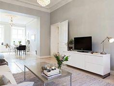 Puertas con cuarterones y combinación de colores (puertas, rodapie y escayola blancos; paredes gris calido- piedra... Mas clarito q la foto, a lo mejor)