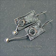 Купить или заказать Серьги (серебро, золото) в интернет-магазине на Ярмарке Мастеров. Асимметричная пара серёг, выполнена из серебра, декорирована золотом, металл патинирован и частично отполирован. Серьги лёгкие, при движении мелодично звучат. Длина серёг 5,9 и 4,9 см, ширина 1.4 см, вес 2,1 и 2,4 г.