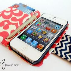 DIY iPhone Wallet {tutorial}... @Leslie Lippi Rangel think you're darling daughter can make me one for the iPhone 5 out of her duct tape stash?