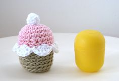 Lady Crochet: Spring Cupcakes - Cupcake rattle... use the translater on your browser for translation.