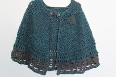 Nordic Cape - stylish, functional and warm - beginners crochet pattern