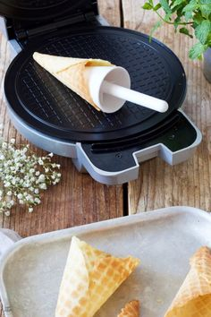Eiswaffeln (Stanitzel) selber machen - Rezept - Sweets & Lifestyle®