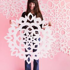 Making giant snowflakes on www.ohhappyday.com today! ❄️
