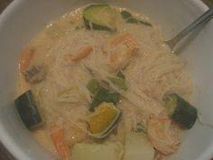 מה יש לְצהריים?: מרק בסגנון תאילנדי, עם שרימפס וחלב קוקוס