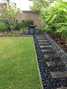 48 Small Backyard Landscaping Ideas with Rocks & Pool on a Budget 48 kleine Garten Landschaftsbau-Ideen mit Rocks & . Side Yard Landscaping, Backyard Patio Designs, Backyard Pools, Landscaping Tips, Black Rock Landscaping, Hillside Landscaping, Backyard Seating, Mailbox Landscaping, Modern Backyard