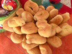 Πασχαλινά κουλουράκια βανίλιας Koulourakia Recipe, Anna, Peach, Cookies, Fruit, Recipes, Food, Crack Crackers, Peaches