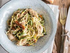Schnelle Low-Carb-Pasta : Cremige Zoodle-Hähnchen-Pfanne