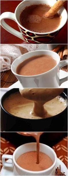 UM DELICIOSO CHOCOLATE QUENTE,COM ESSE FRIOZINHO QUE ESTÁ POR VIR…HUMMM VEJA AQUI>>>Em um liquidificador, bata o leite, o amido de milho, o chocolate em pó e o açúcar Despeje a mistura em uma panela com a canela e leve ao fogo baixo, mexendo sempre até ferver #CHOCOLATEQUENTE#CHOCOLATECREMOSO#