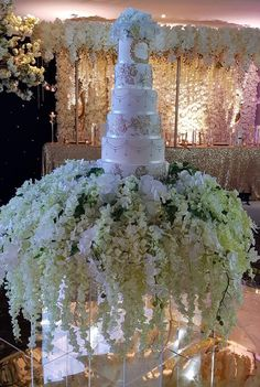 Wedding cakes, you have to check out this delightfully gorgeous portfolio number 2824225141 here. Black Wedding Cakes, Elegant Wedding Cakes, Beautiful Wedding Cakes, Wedding Cake Designs, Gold Wedding, Dream Wedding, Elegant Cakes, Gorgeous Cakes, Wedding Table