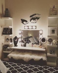 Lash wall decor