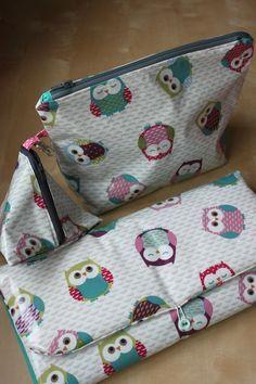 pochette bébé Couture Bb, Diaper Bag, Coin Purse, Wallet, Sewing, Fabric, Baby, Crafts, Scrap