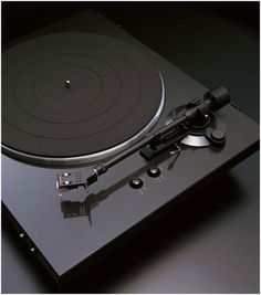 Denon DP-300F, an excellent turntable with an affordable price tag.