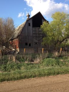 No one builds barns like this anymore... not even the Amish.