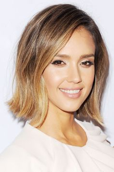 The 46 best short haircut and hairstyle ideas byrdie cabello liso, mechas c Cabelo Jessica Alba, Jessica Alba Short Hair, Jessica Alba Lob, Pelo Bronde, Ecaille Hair, Bronde Hair, Spring Hairstyles, Cool Hairstyles, Hairstyle Ideas