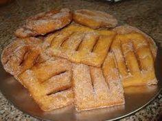 Receita Coscorões   Ingredientes:    2 chav. de farinha   3 ovos   Raspa e sumo de laranja  ¼  chav. de açúcar   ¼  chav. de manteiga  ...