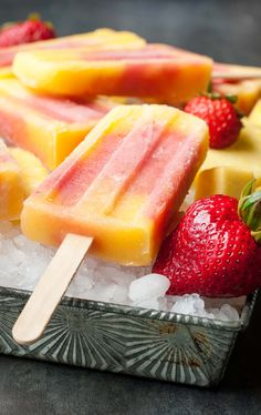 Personalized Graduation Gifts - Ideas To Pick Low Cost Graduation Offers Tropical Mango Pineapple Strawberry Swirled Fruit Pops - These Frozen Treats Are Easy To Make And Always A Hit With Kids And Adults All Summer Long Ice Lolly Recipes, Popsicle Recipes, Fruit Popsicles, Homemade Popsicles, Frozen Desserts, Frozen Treats, Sorbet, Rainbow Smoothies, Green Smoothies