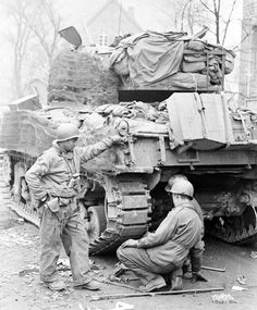 A Sherman tank from the Armored Regiment, Armored Division, gets its tracks repaired in the ETO. Of interest are the crew's gear piled on top of the tank and material hung on the sides to camouflage the tank. taken from A war to be won General Motors, Us Armor, Sherman Tank, Ww2 Photos, Photographs, Ww2 Tanks, Military History, Military Photos, American Soldiers