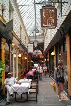 Passage à Paris by F2-Bokeh, via Flickr