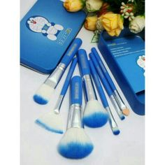 Saya menjual Kuas Make Up Doraemon brush / Kuas Doraemon isi 7 set Make Up Kaleng Mewah seharga Rp80.000. Ayo beli di Shopee! https://shopee.co.id/cosmetic_hq/37044299