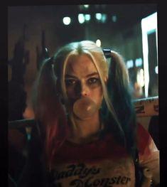 Arlequina Margot Robbie, Margot Robbie Harley Quinn, Harley And Joker Love, Joker And Harley Quinn, Harely Quinn And Joker, Aesthetic Movies, Aesthetic Videos, Harey Quinn, Queen Videos