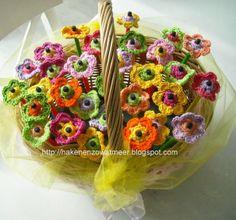 Gratis patronen: Haakpatroon bloemetjes om een potlood.