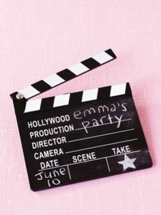 Birthday party ideas: Hollywood Does your child want to walk the red carpet for their birthday? Treat them like the little star they are with this simple interpretation. Hollywood Birthday Parties, 13th Birthday Parties, Hollywood Party, Birthday Treats, 10th Birthday, Birthday Party Themes, Hollywood Glamour, Red Carpet Theme, Red Carpet Party
