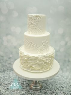 Wedding Cake ruches and brush embroidery  Bruidstaart met kant patroon en ruches