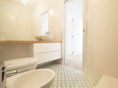 Casa do Pedro e da Sónia #bathroom #upcycled #storage #homedecor #bath #furniture #interiors #interiordesign #homeinspiration #details #homesweethome #homestoriespt #umaobraumahistória