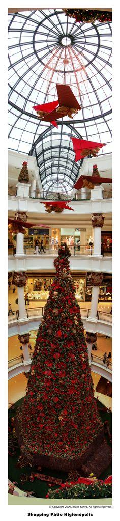Christmas tree at Shopping Higienópolis | São Paulo | Brazil