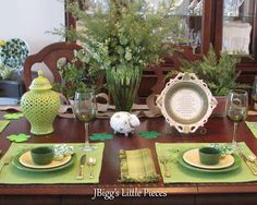 JBigg's Little Pieces: St. Patrick's Day Tablescapehttp://jbiggslittlepieces.blogspot.com/2013/03/st-patricks-day-tablescape.html