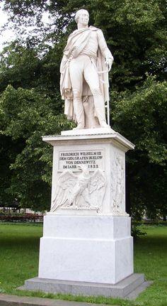 Berlin Buelow Denkmal Unter den Linden