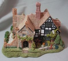 Lilliput Lane Anne of Cleves Cottage - Mint! Small House Garden, Fairytale House, Anne Of Cleves, Mini Doll House, Tropical Backyard, Halloween Miniatures, Halloween Village, Sims, Dollhouse Kits